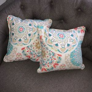 2 18x18 Throw pillows